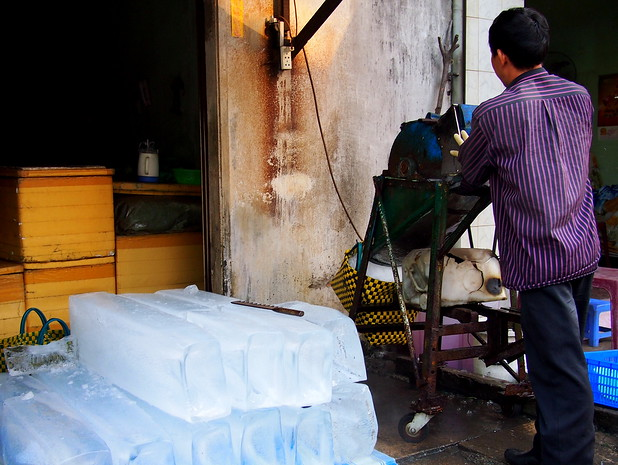 Ice cutting at Cai Rang Market