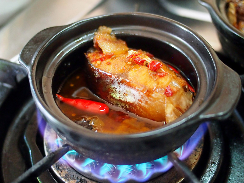 Vietnamese Ca kho to, braised claypot catfish