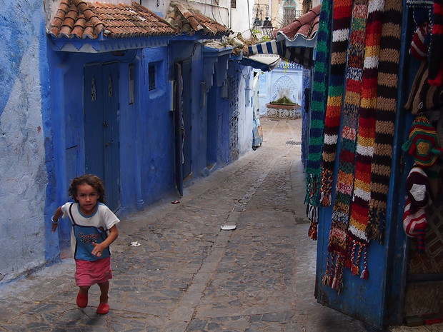 Running through the alleys of Chefchaouen's medina