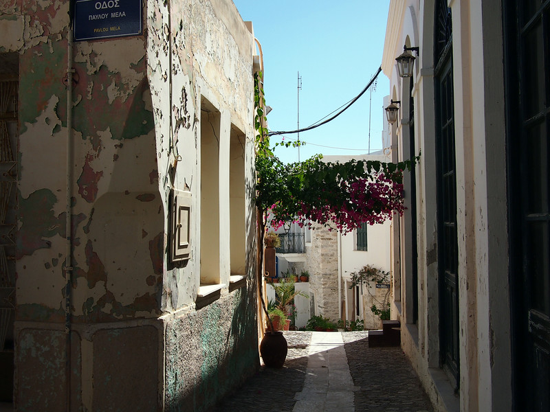 Anos Syros wanders