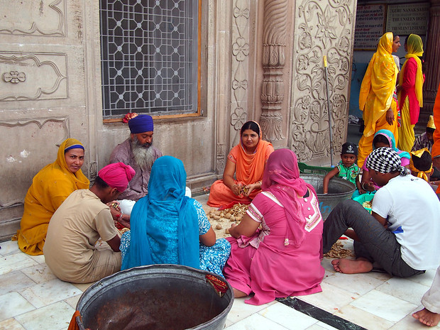 Women at the Sikh temple in Delhi