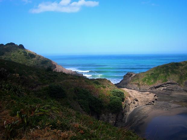 Between Piha and Karekare beaches