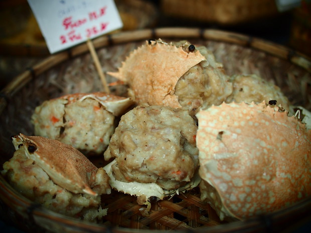 Steamed crab at the Sunday market in chiang mai