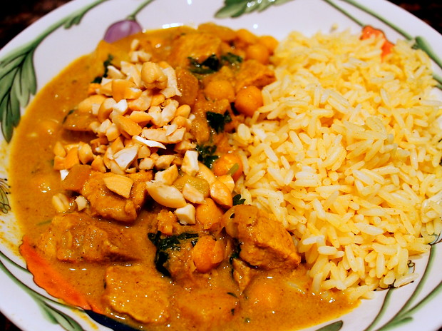 Coconut curry with pork, mint and cilantro and topped with cashews. Served with saffron rice.