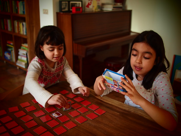 Viola and Paloma, playing a game of memory
