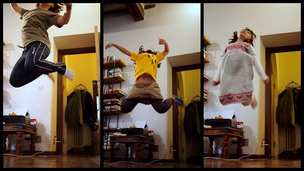 Teaching Giulia, Paloma and Viola how to do a jumping shot.