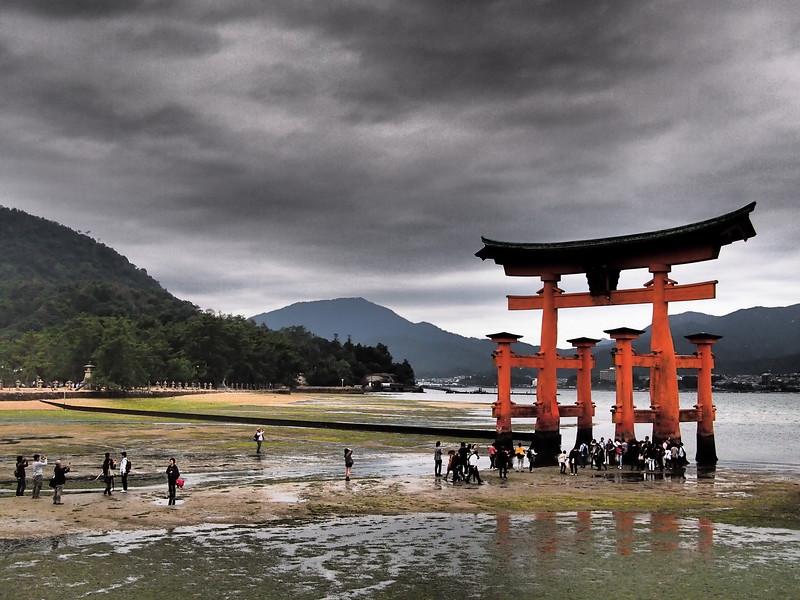 What to do in Japan: visit the shrine in Miyajima