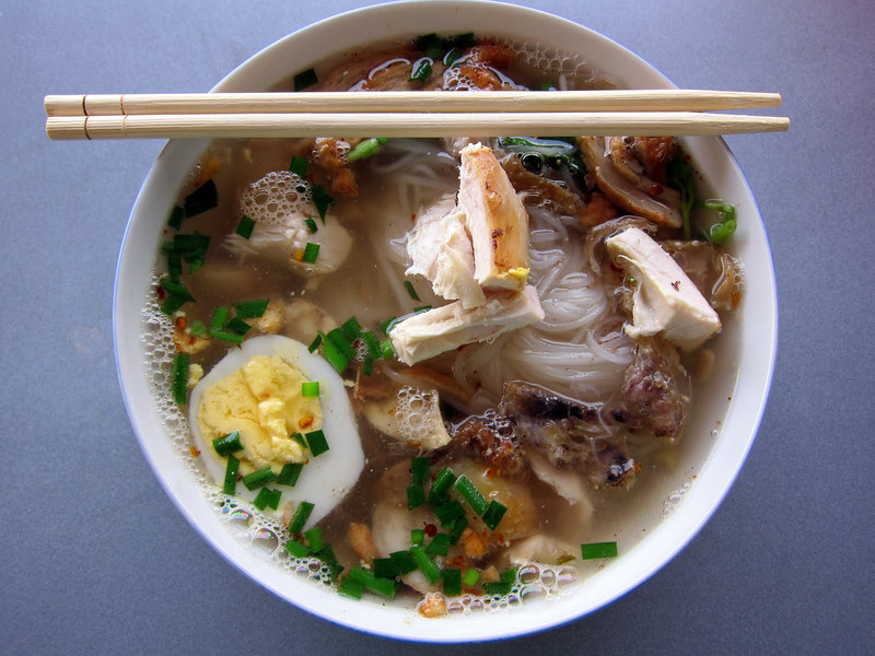 soup in myanmar: hpa-an chicken noodle soup